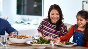 Prendre les repas en famille aiderait à améliorer ses habitudes alimentaires