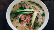 Des nouilles asiatiques, de la soupe: vive le phô