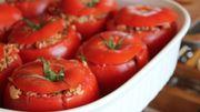 Des restes de pain pour faire des tomates farcies.