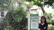 Endettée, Victoria doit se résoudre à vendre sa maison.