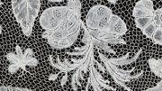 Détail d'un drap dentelle du MoMu, numérisé en ultra-haute résolution
