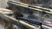 Les câbles électriques ayant brûlés.