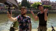 Namur : Deux frères pratiquent la pêche à l'aimant en bord de Sambre