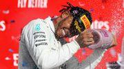 """Lewis Hamilton ému et sacré pour la sixième fois après une course """"difficile"""""""