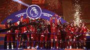 Liverpool a reçu son trophée de champion au cœur du kop vide d'Anfield
