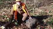 Jean-Louis a abattu le 1er sanglier du jour. Il pèse près de 80kg.