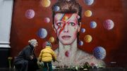 Les fans pleurent David Bowie là où il est né à Londres