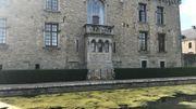 La Château de Boussu-en-Fagne vue de la façade latérale de style néo gothique.