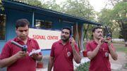 Le personnel du centre de crise de l'Inde