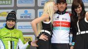 Sagan se console en caressant les fesses de l'hôtesse sur le podium du Ronde
