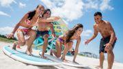 Réserver son logement et son cours de surf est désormais possible sur Airbnb