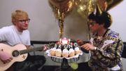 Très drôle: Ed Sheeran chante 'Bon anniversaire' à Bruno Mars pendant qu'il mange son gâteau