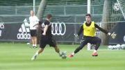 Premiers face-à-face Courtois-Hazard à l'entraînement du Real Madrid