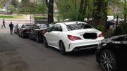 Les voitures qui se garent illégalement dans les espaces privés.