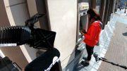 Le Scan: combien coûte aux banques les distributeurs de billets ?