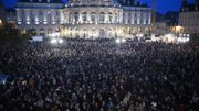 De nombreuses personnes rassemblées devant l'hôtel de ville de Rennes ce mercredi 7 janvier.