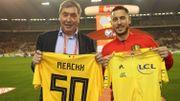 Eden Hazard et Eddy Merckx échangent leurs maillots jaunes