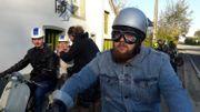 Le petit fils de Marcel Thiry et ses amis passionnés de motos anciennes