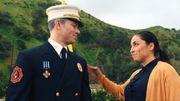 Chvrches et Marshmello rendent hommage au courage des pompiers dans leur clip