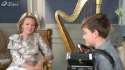 La Reine Mathilde comme vous ne l'avez jamais vue: star de télé avec les enfants! (Vidéo)