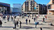 Sur la Grand-Place de Louvain-la-Neuve, de nombreuses personnes ont répondu présentes