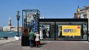 Venise: La Biennale ouvre au public en distribuant ses Lions d'Or