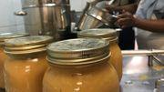 Les invendus alimentaires en surplus sont même transformés sur place en conserves