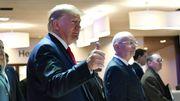 """En déplacement au forum économique mondial de Davos, Donald Trump a de nouveau qualifié ce procès de """"farce"""" et de """"chasse aux sorcières""""."""