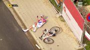 Crevaison et chute de Mathieu Van der Poel à soixante kilomètres de l'arrivée
