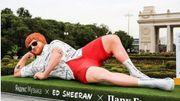 Une statue géante d'Ed Sheeran à Moscou pour y célébrer son concert