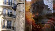 """Affiche du film, la """"passion du christ"""", à Paris en 2004"""