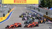 Sebastian Vettel prend la tête devant Charles Leclerc au moment du départ