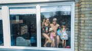 A découvrir: cette série de photos sur des voisins en quarantaine