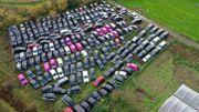 Près de Londres fleurissent les champs de taxis abandonnés à cause de la pandémie