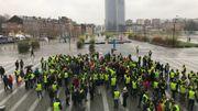 Vers 14h30, plus de 200 personnes devant la gare de Liège-Guillemins