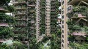 """Des bâtiments résidentiels """"végétalisés"""" à Chengdu, dans la province chinoise du Sichuan, le 3 août 2020 ."""