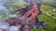 La lave poursuit sa progression à Hawaï et fait un premier blessé (vidéo)
