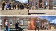 Devant la mairie de Fontaine-le-Dun, des comédiens rendent hommage à l'un des plus grands comiques de l'histoire du cinéma français
