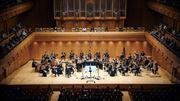 Au Japon, un orchestre entièrement dirigé par l'image pré-enregistrée de son chef
