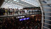 Manifestation à l'aéroport de Hong Kong, tous les vols annulés