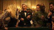 Daniel Craig en James Bond fait l'andouille au casino pour une parodie au SNL