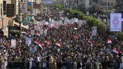 Manifestation de milliers de supporters des rebelles Houthis à Sanaa, vendredi, pour le 5eme anniversaire du début des frappes saoudiennes