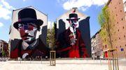 Vous aurez l'occasion de découvrir la ville à vélo, avec un guide. Et particulièrement les oeuvres de street art qui ont été réalisées sur des anciens bâtiments industriels ou sur des immeubles de la Ville Basse.