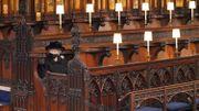 Assise seule en vertu des normes sanitaires, la reine Elizabeth II a gardé la tête baissée sous son chapeau durant une grande partie de la cérémonie.