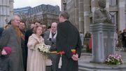La Reine Fabiola inaugurant la statue du Roi Baudouin devant la cathédrale des Saints-Michel-et-Gudule, en 1996