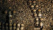 "Dans ""l'empire de la mort"" des Catacombes de Paris"