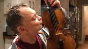 Le violon de 310 ans oublié dans un train londonien rendu à son propriétaire