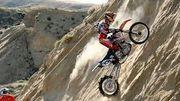 Les motards les plus audacieux venus de toute l'Europe tentent d'escalader et de vaincre cette montée impossible !