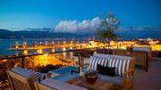 Et on prend un verre sur le rooftop avec vue sur les côtes de l'île