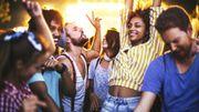 Les ados et les jeunes adultes sont plus susceptibles d'essayer des drogues pendant l'été
